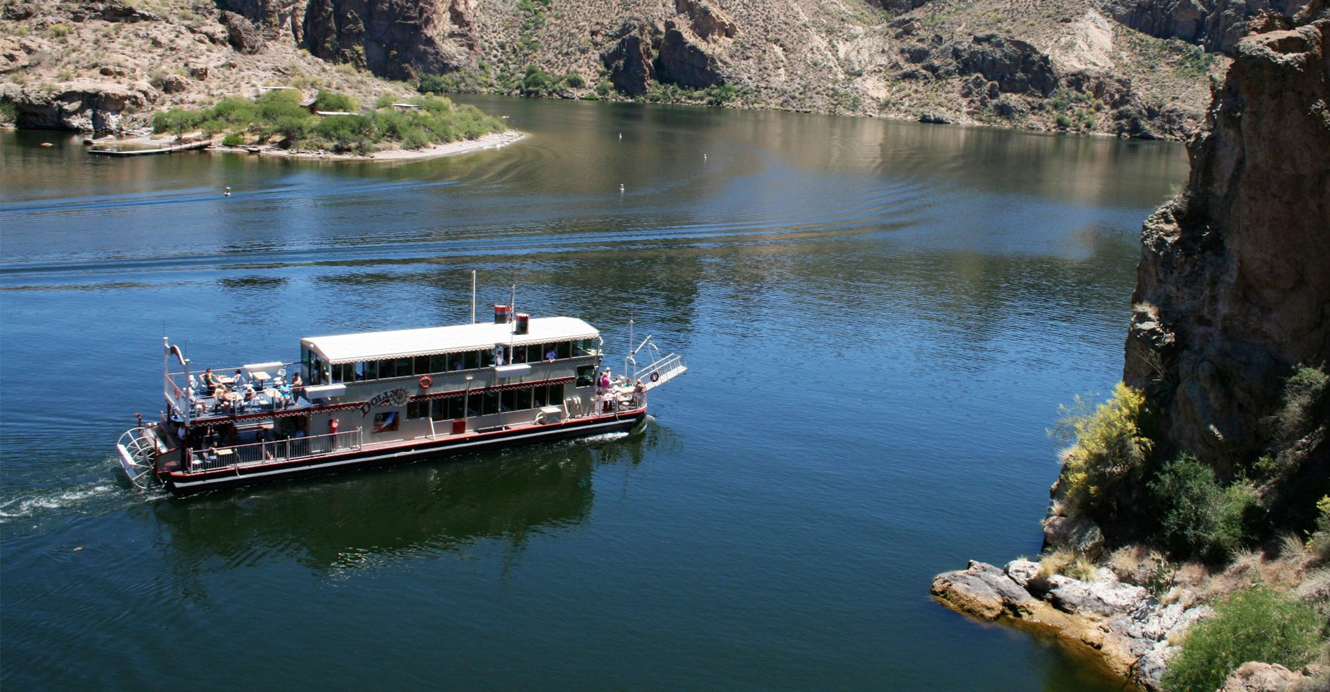 Dolly Steamboat on Canyon Lake.